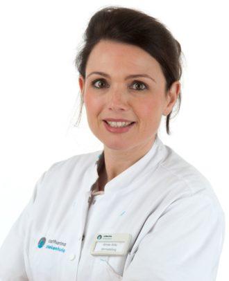 Dr. Aimée Arits