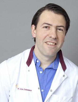 Dr. Gerben Stege