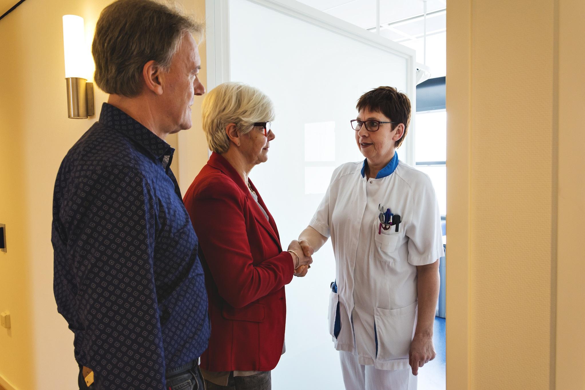 gesprek met verpleegkundige. vragen en antwoorden